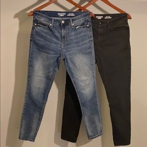 Two pair of Levi's Denizen skinny jeans